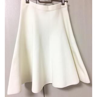 ルシェルブルー(LE CIEL BLEU)の紗栄子さん着用 ホワイトフレアスカート(ひざ丈スカート)