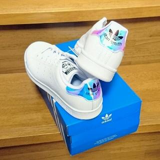 アディダス(adidas)の人気■お洒落カラー■22 スタンスミス  オーロラ ホログラム adidas(スニーカー)