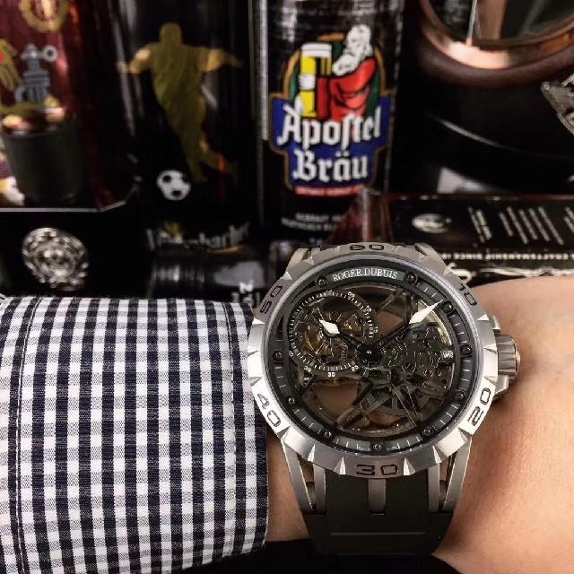 ブライトリング偽物購入 | ROGER DUBUIS - ロジェデュブイ メンズ腕時計の通販 by リンゴ🍎's shop|ロジェデュブイならラクマ