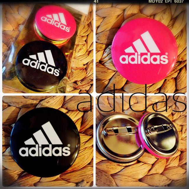 adidas(アディダス)の非売品新品!adidas缶バッジセット その他のその他(その他)の商品写真