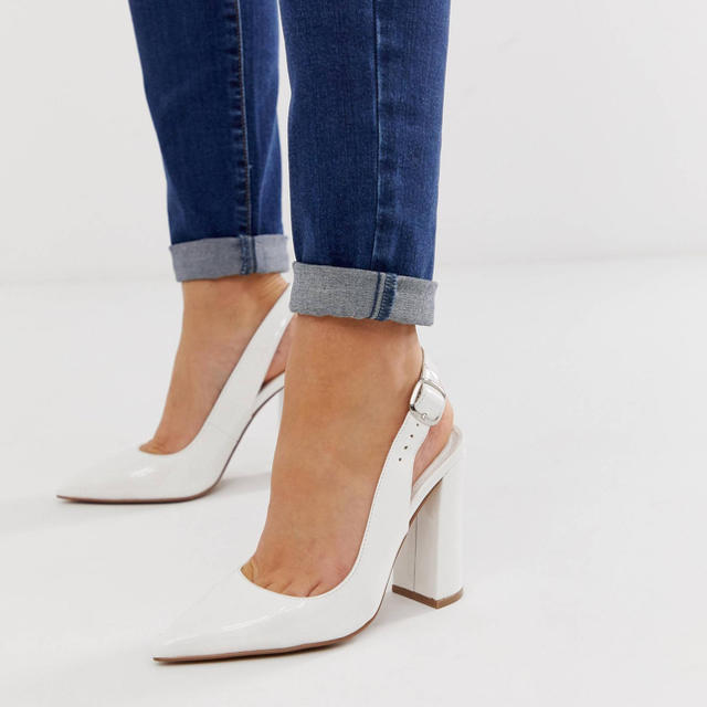 ZARA(ザラ)のASOS ホワイトパンプス レディースの靴/シューズ(ハイヒール/パンプス)の商品写真