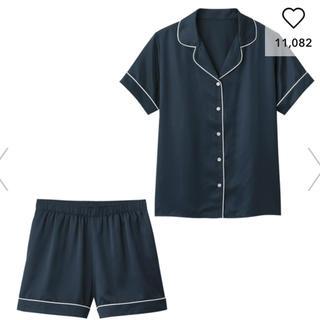 ジーユー(GU)のGU ジーユー パジャマ半袖&ショートパンツ サテン パジャマ 新品 M (パジャマ)