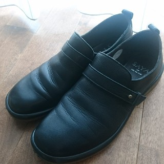 サヤ(SAYA)のSAYA 黒革靴 25㎝(ローファー/革靴)