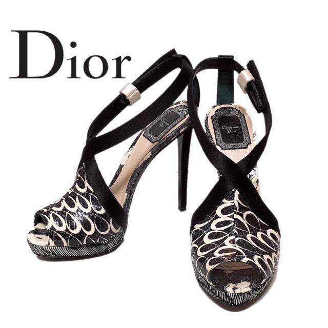 Christian Dior(クリスチャンディオール)の【新品】Christian Dior ディオール ロゴ入りピンヒール 黒 白 レディースの靴/シューズ(ハイヒール/パンプス)の商品写真