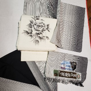 ★売り切れ★証紙付 着物 紬 灰色 縦縞 越後伝承紬 正絹 袷  黒 白 グレー(着物)