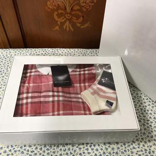 バーバリー(BURBERRY)の【マスイっち様専用】【新品】バーバリー スタイ&靴下 2点セット ノバチェック(ベビースタイ/よだれかけ)