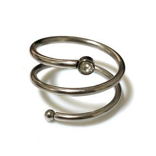 同時購入で300円 ステンレス指輪螺旋ラインストーン(リング(指輪))