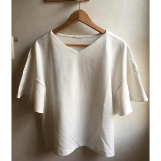 ジーユー(GU)のGU カットソー フリル 白色(シャツ/ブラウス(半袖/袖なし))