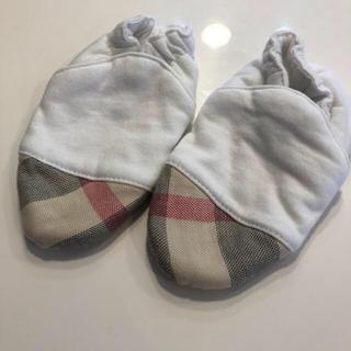 バーバリー(BURBERRY)の新品同様 バーバリー ベビーブーティー ソックス 6ヶ月 靴 靴下 67センチ(靴下/タイツ)