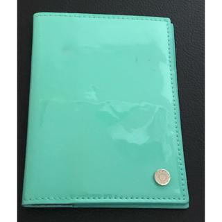 ティファニー(Tiffany & Co.)のティファニー パテントレザー パスポートカバー ティファニーブルー(旅行用品)