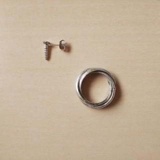 925★ネジ形ピアスと3連リング(リング(指輪))