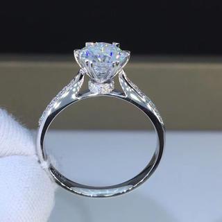 【newデザイン】輝く1カラット   モアサナイト  ダイヤモンド リング(リング(指輪))