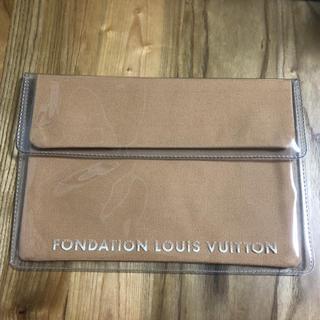 ルイヴィトン(LOUIS VUITTON)の新品未使用 ルイヴィトン美術館限定 クラッチ タブレットケース キャメル(クラッチバッグ)