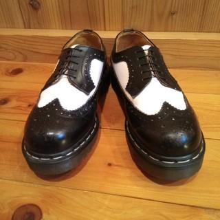 ドクターマーチン(Dr.Martens)のドクターマーチン 5ホール ウイングチップ 黒白コンビ イングランド製(ローファー/革靴)