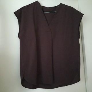 ジーユー(GU)の【size M】ブラウン ノースリーブトップス(シャツ/ブラウス(半袖/袖なし))