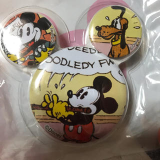 ユニクロ(UNIQLO)のユニクロ ミッキーマウス&グーフィー缶バッジ非売品(キャラクターグッズ)