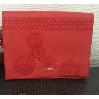 デシグアル(DESIGUAL)のデジグアル  赤い刺繍 バック ( 肩紐付き) 6000円---->5000円(ショルダーバッグ)