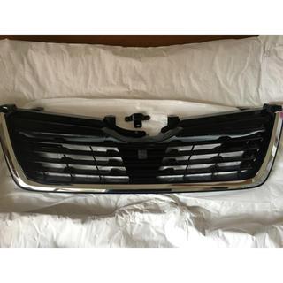 スバル(スバル)の【新車外し】新型フォレスター フロントグリル、フォグカバー セット(車種別パーツ)