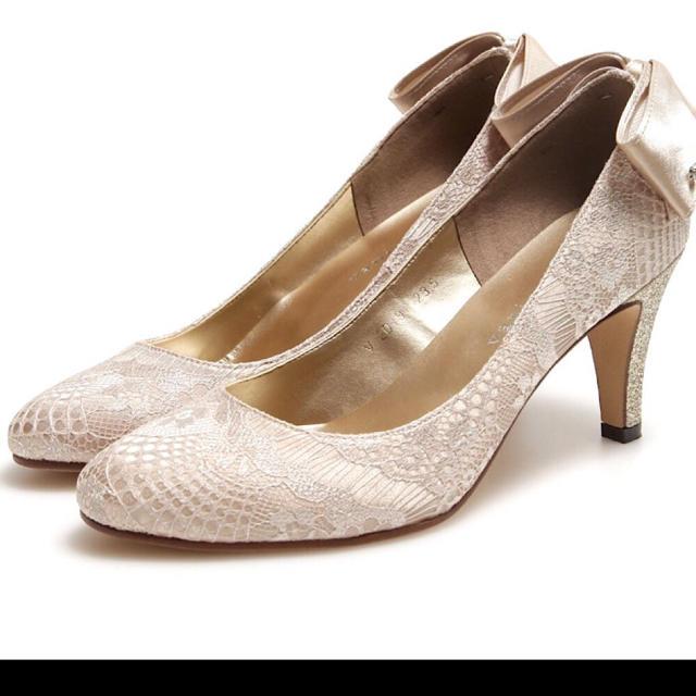 vanitybeauty(バニティービューティー)の 【新品】VANITY BEAUTY バックリボンレースパンプス ゴールド レディースの靴/シューズ(ハイヒール/パンプス)の商品写真