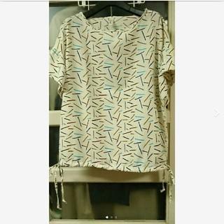 アーモワールカプリス(armoire caprice)の☆美品 Souvenir えんぴつ柄 かわいいサラサラシャツ☆ armoire(Tシャツ/カットソー(半袖/袖なし))