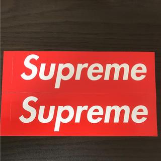 シュプリーム(Supreme)の【縦5.7cm横20.4cm】supreme boxロゴステッカー二枚(ステッカー)