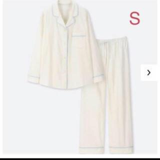 ユニクロ(UNIQLO)のユニクロ コットンパジャマ 長袖 オフホワイト 綿100% (パジャマ)