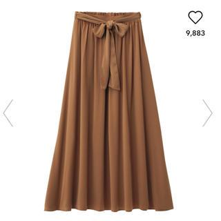 ジーユー(GU)のジーユー サテンマキシスカート  ブラウン(ロングスカート)