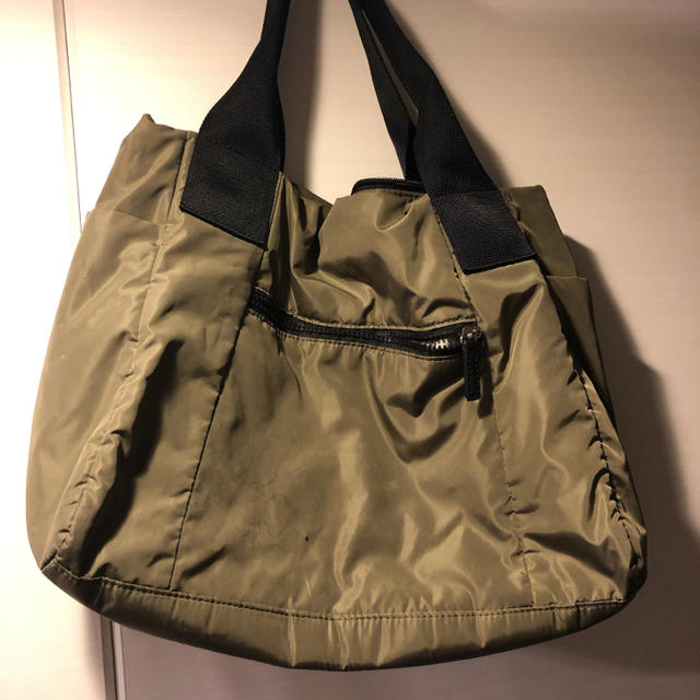 PAPILLONNER(パピヨネ)の本日限定価格❗️PAPILLONNER ナイロントートバッグ 限定カラー カーキ レディースのバッグ(トートバッグ)の商品写真