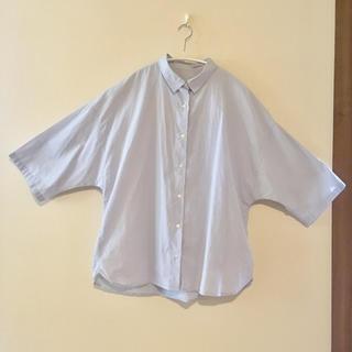 ジーユー(GU)のGU ビッグシルエット シャツ サックスブルー L サイズ レディース(シャツ/ブラウス(半袖/袖なし))