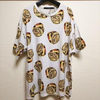 ジョイリッチ(JOYRICH)のレア JOYRICH 派手柄 Tシャツ ホワイト×ゴールド(Tシャツ(半袖/袖なし))