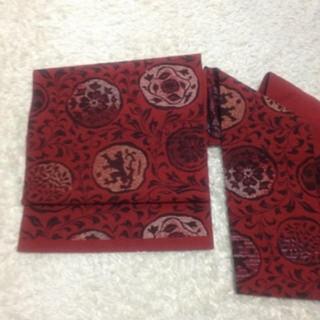 フリフ(ふりふ)の赤地に黒系の織り柄 名古屋帯 アンティーク 和装(着物)