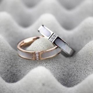 選べる2色、キラキラ付き、天然白蝶貝使用!チタンステンレスリング指輪(リング(指輪))