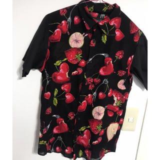 ミルクボーイ(MILKBOY)のMILKBOY ラブベリー シャツ 原宿店 限定 美品 ミルクボーイ 半袖(シャツ)