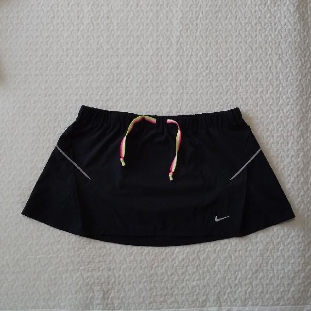 NIKE(ナイキ)のNIKE ドライフィット スカート スポーツ/アウトドアのランニング(ウェア)の商品写真