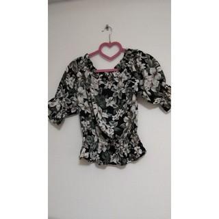 バイバイ(ByeBye)の花柄トップス(即購入禁止)(Tシャツ(半袖/袖なし))
