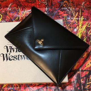 ヴィヴィアンウエストウッド(Vivienne Westwood)のヴィヴィアンウエストウッド つやつや♪封筒型オーブレザークラッチ(クラッチバッグ)