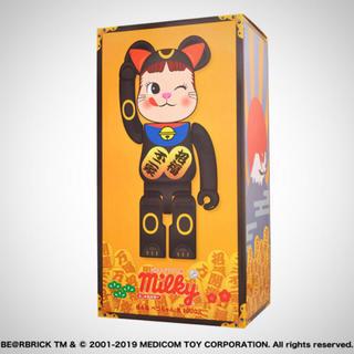 メディコムトイ(MEDICOM TOY)のBE@RBRICK招き猫ペコちゃん黒 1000% 黒 (キャラクターグッズ)