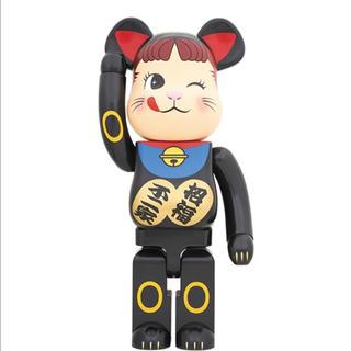 フジヤ(不二家)の【新品・未開封】BE@RBRICK 招き猫 ペコちゃん 黒 1000%(キャラクターグッズ)
