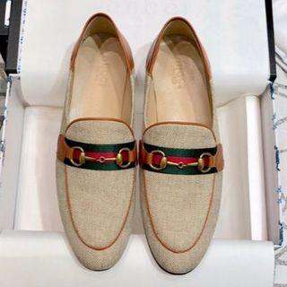 グッチ(Gucci)のGucci グッチ 羊革 ローファー レディースシューズ(ローファー/革靴)
