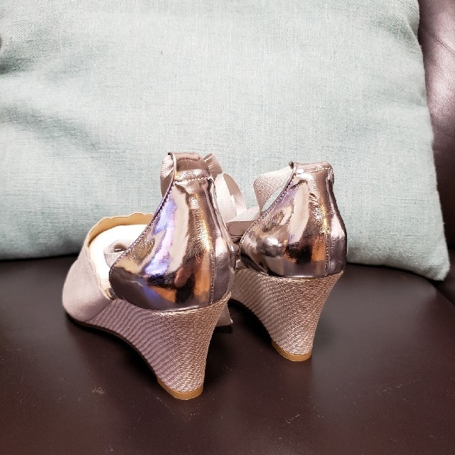 Le Talon(ルタロン)のお値下げします❗ル,タロン👡未使用フラワーカットウェッジソールサンダルM✨ レディースの靴/シューズ(サンダル)の商品写真