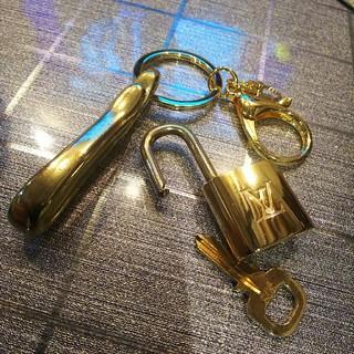 ルイヴィトン(LOUIS VUITTON)の美品❗️ ベルトフック キーリング付 Vuitton パドロック ルイヴィトン (キーホルダー)