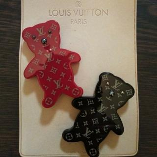 ルイヴィトン(LOUIS VUITTON)のみずきさん専用 ヴィトン 限定ベアブローチ&miumiuビジューサングラス(ブローチ/コサージュ)