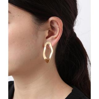 プラージュ(Plage)の耳が痛くなりにくい楕円のゴールドイヤリング(イヤリング)