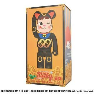 フジヤ(不二家)のBE@RBRICK 招き猫 ペコちゃん 黒 1000%  (キャラクターグッズ)