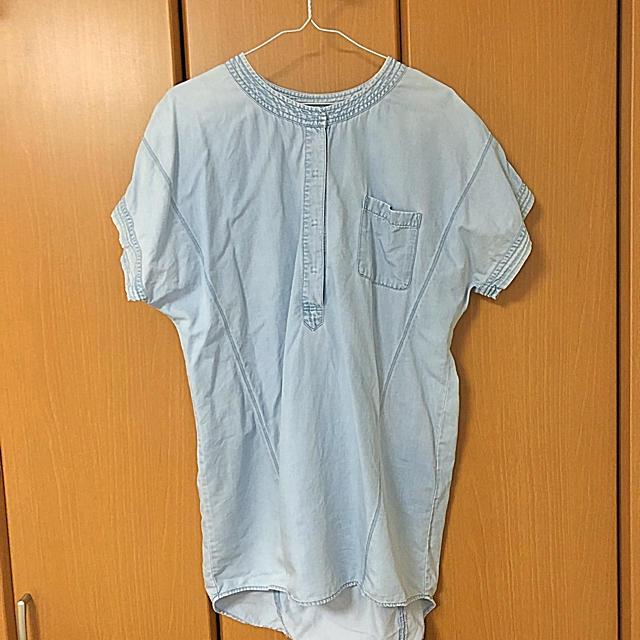 GU(ジーユー)のデニム風シャツ  レディースのトップス(シャツ/ブラウス(半袖/袖なし))の商品写真