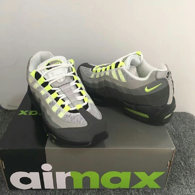 NIKE(ナイキ)のNIKE AIR MAX 95 OG メンズの靴/シューズ(スニーカー)の商品写真