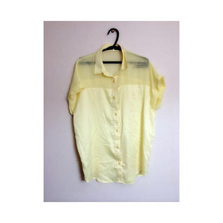 ジーユー(GU)のgu * イエローシャツ(シャツ/ブラウス(半袖/袖なし))