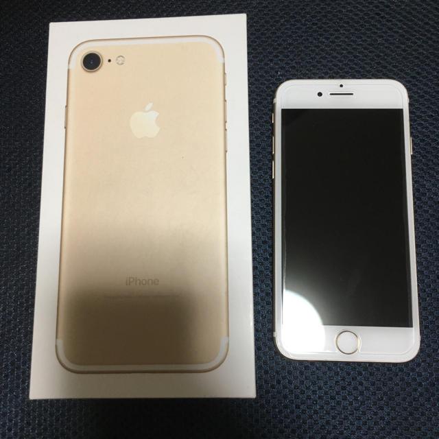 iPhone(アイフォーン)のiPhone 7 Gold 128 GB au スマホ/家電/カメラのスマートフォン/携帯電話(スマートフォン本体)の商品写真