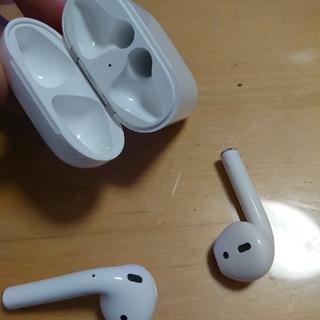 アイフォーン(iPhone)のエアーポッズ(ヘッドフォン/イヤフォン)