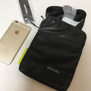 ディーゼル(DIESEL)の洗練されたデザイン 携帯と折財布を入れるのに重宝します。(ショルダーバッグ)